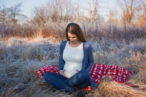 mali-srcki-fotografiranje-otrok-nosecnisko-v-naravi-2