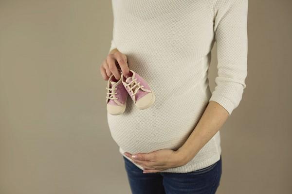 mali-srcki-fotografiranje-otrok-nosecnisko-v-naravi-9