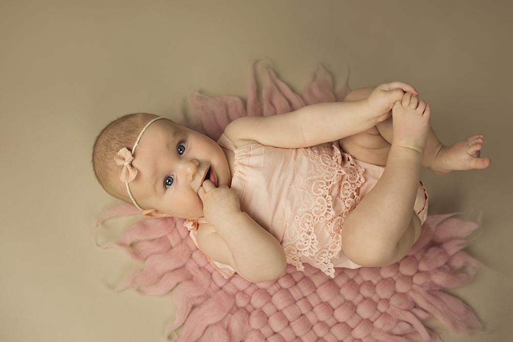 mali srčki - fotografiranje novorojenčkov družin in otrok - dojenčki 4