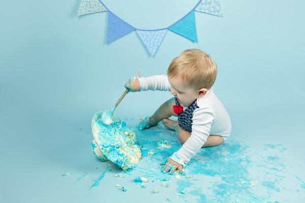 mali srčki - cake smash fotografiranje - prvi rojstni dan 1