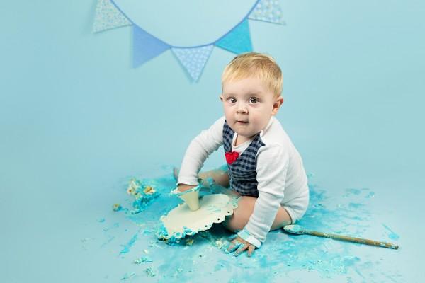 mali srčki - cake smash fotografiranje - prvi rojstni dan 5